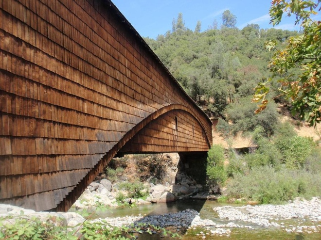 Bridgeport_Covered_Bridge_over_Yuba_River